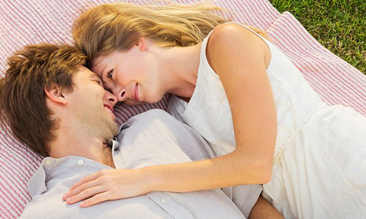 17 гениальных способов сохранить искру в отношениях