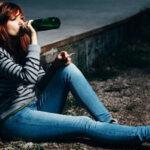 девушка начала пить или курить
